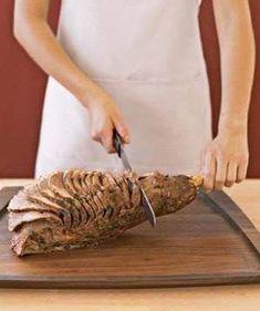 How to Carve a Leg of Lamb - Food Carving Ideas Lamb Recipes, Greek Recipes, Meat Recipes, Cooking Recipes, Greek Meals, Supper Recipes, Turkish Recipes, Grilled Leg Of Lamb, Roast Lamb Leg
