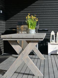 Heinässä heiluvassa: DIY: Terassipöytä