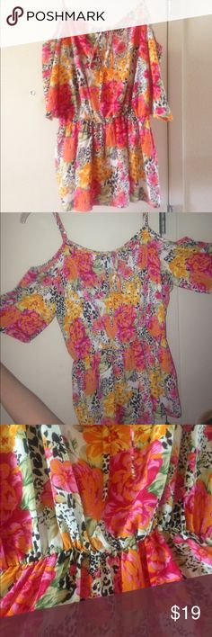Guess off-the-shoulder summer top  This bright floral print top is 100% Polyester and ruches at the perfect spot to compliment your figure! Great condition-- hardly worn! Sure to please! Guess Tops Blouses