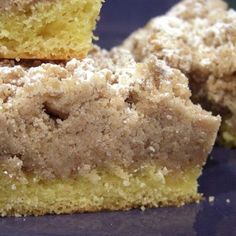 Top Heavy Crumb Cake - another recipe using cake mix. Want to check out the topping recipe. - Where Home Starts Recipes Using Cake Mix, Cake Recipes, Dessert Recipes, Cornbread Recipes, Xmas Recipes, Brunch Recipes, Dessert Ideas, Yummy Recipes, Food Cakes