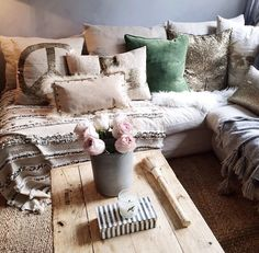 I just love this cozy look Small Appartment, Hidden Rooms, Happy House, Dream Decor, Furniture Decor, Home Goods, Sweet Home, Pillows, Living Room
