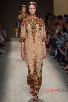 Valentino cũng bắt đầu tìm nguồn cảm hứng từ nền văn minhByzantium cho 2 bộ sưu tập gần đây là Fall Haute Couture 2013 và Spring 2014. Những thiết kế với mẫu váy, áo choàng dài trên chất liệu gấm, thổ cẩm có thêu hoa văn cầu kỳ của chim muông hay những biểu tượng văn hóa cổ đại.