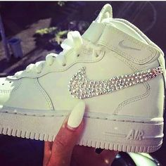 2014 cheap nike shoes for sale info collection off big discount.New nike roshe run,lebron james shoes,authentic jordans and nike foamposites 2014 online. Nike Slides, Nike Air Max, Nike Air Force, Nike Free Shoes, Nike Shoes Outlet, Nike Outfits, Nike Huarache, Cute Shoes, Me Too Shoes