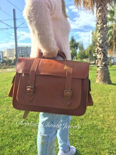 Leather Messenger Bag Women Leather by ChristinaChristiJls on Etsy Leather Laptop Bag, Leather Briefcase, Briefcase Women, Gold Eyes, Leather Bags Handmade, Bag Making, Shopping Bag, 3 D, Brown Leather