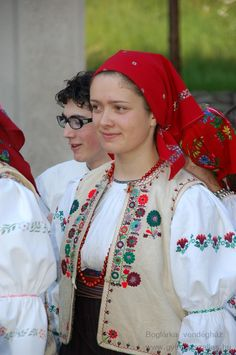 Gyimesi szoros - csángó viselet - Erdély Costumes Around The World, World Thinking Day, Hungarian Embroidery, Folk Dance, Folk Costume, Ethnic Fashion, Fashion History, Hungary, 1