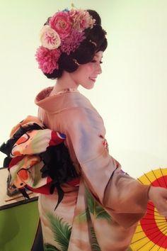 ZOZOPEOPLE | 篠原 ともえ - 「Find the WASABI!」でお着物MC★☆★