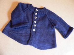 Tricot facile, une petite veste en un seul morceau