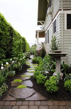 55 Beautiful Backyard Landscaping Along Fence Decoration Ideas - Home & Garden Small Front Yard Landscaping, Front Yard Design, Landscaping With Rocks, Landscaping Ideas, Walkway Ideas, Garden Landscaping, Backyard Ideas, Backyard Patio, Farmhouse Landscaping