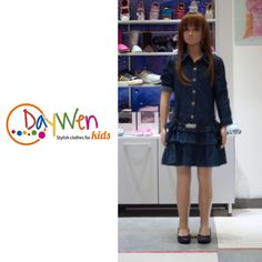¡Viste a tu pequeña con las mejores marcas! ¿Qué tal este conjunto Guess para niña? ¡viene con vestido de boleros en algodón y zapatos de escarcha! http://www.elretirobogota.com/esp/?dt_portfolio=daywen