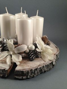 Th Christmas Arrangements, Ornament Crafts, Pillar Candles, Advent, Candle Holders, Arts And Crafts, Crafty, Winter, Hair