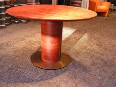 uittrektafel in mahony vergrootbaar van 120 cm. ø tot 270 cm. ontwerp en productie door kulowany interieur in hoensbroek.