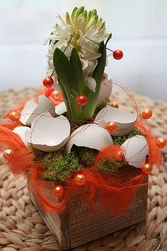 Ozdobná jsou i obarvená peříčka;Květiny Levante