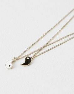Jewellery that women can't live without in Autumn Winter 2017 at PULL&BEAR. Bff Necklaces, Best Friend Necklaces, Best Friend Jewelry, Cute Necklace, Matching Necklaces, Cute Friendship Bracelets, Friendship Jewelry, Yin Yang Tattoos, Best Friend Outfits