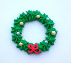 Edible royal icing Christmas wreaths cupcake toppers  -- Handmade x-mas cake decorations (24 pieces)