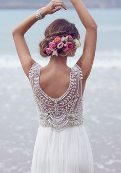 Stunning Anna Campbell 2016 Wedding Gown Back #wedding #bride #beach #dress
