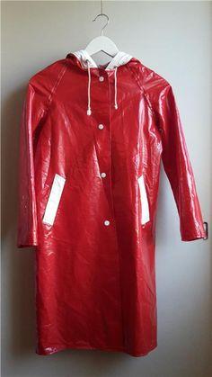 Urläcker vintage regnkappa med huva, röd med vita detaljer, 60-tal 70-tal stl S