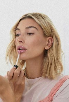 Hailey Baldwin on the Diet and Skincare that Makes Her Skin Glow - Women's Health UK Skin Makeup, Beauty Makeup, Hair Beauty, Eyebrow Beauty, Beauty Style, Makeup Inspo, Makeup Inspiration, Corte Y Color, Hailey Baldwin