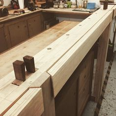 It's dry fit day on the #lowfatroubo bench for the first two legs. Nice and snug, now to take the rest of the day off #woodworking #cabinetmaking #roubo #workshop #wedges