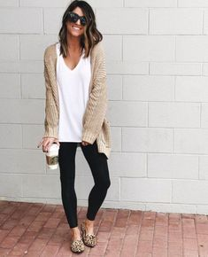 winter outfits with leggings 51 cute and comfortab - winteroutfits Summer Work Outfits, Cute Winter Outfits, Casual Work Outfits, Work Casual, Work Attire, Comfy Casual, Outfit Work, Spring Outfits, Winter Clothes