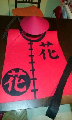 Disfraz casero de chino para niño Chinese Birthday, Japanese Birthday, Chinese Theme, Costume Chinoise, Chinese New Year 2016, Asian Party, Chinese Crafts, Kindergarten Social Studies, New Year's Crafts