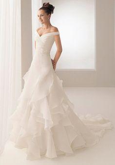 lovely cut & flowy wedding dress with off-shoulder
