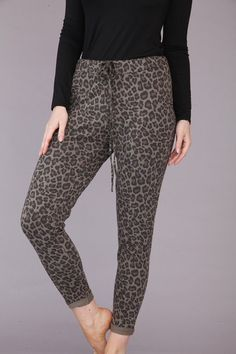 Animal print leggings ! How fab! #fashion #style #animalprint