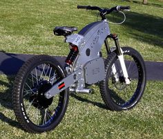 Jeff Hirsch has designed and built a lightweight (118 pounds!) electric motorcycle called the Comoto, it's about the size of a mountain bike. In fact, it looks a lot like a mountain bike with…