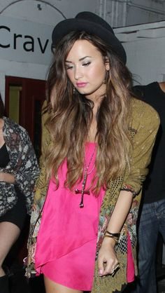 cute outfit, demi lovato, fashion, subtle ombre hair. want.