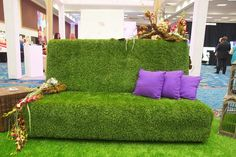 AFR Event Furnishings' Green Grass line includes sofas, benches, and a bar covered in artificial turf. The pieces make an eye-catching display for outdoor events. Photo: Brightroom, Inc. Artificial Grass Carpet, Artificial Turf, Art Furniture, Garden Furniture, Outdoor Furniture, Astro Turf, Small Backyard Patio, Garden Spaces, Furniture Inspiration