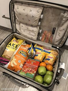 Pack a suitcase with snacks! Love these 4 simple tips to save money on travel. Money saving tips for Disney World, Universal Orlando and other family vacations! Best ideas for finding cheap flights, travel hacks and more. Packing List Beach, Packing Tips For Travel, Travel Essentials, Suitcase Packing Tips, Travel Kits, Travel Advice, Travel Ideas, Travel Guide, Vacation Snacks