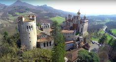 Vicino Bologna c'è un castello incantato dove vivere come in una fiaba. Si chiama Rocchetta Mattei, la costruì un conte ottocentesco e da qualche tempo si può di nuovo visitare