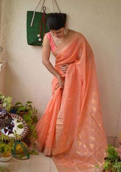 Ethnic indian dress Ethnic indian dress The post Ethnic indian dress appeared first on ThealiceOnline. Cotton Saree Designs, Sari Blouse Designs, Saree Blouse Patterns, Trendy Sarees, Stylish Sarees, Fancy Sarees, Dress Indian Style, Indian Dresses, Indian Outfits