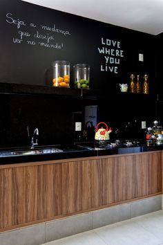 I love the idea of a chalkboard wall in the kitchen. Kitchen Dining, Kitchen Decor, Kitchen Walls, Sweet Home, Herringbone Backsplash, Hexagon Backsplash, Black Walls, Modern Kitchen Design, Black Decor