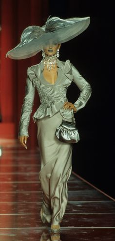 John Galliano for Christian Dior Fall Winter 2000 Haute Couture Dior Haute Couture, Couture Christian Dior, Style Couture, Christian Lacroix, John Galliano, Galliano Dior, Runway Fashion, High Fashion, Fashion Show
