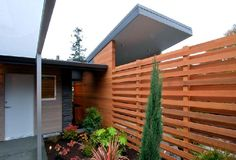 Love this fence. Modern and Minimalist Mid-Century Home Renovation Ideas  #midcenturyhomedesign