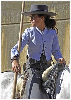 Gaucho, Women's Equestrian, Riding Habit, Horses And Dogs, Fancy Hats, Cowgirls, Horse Riding, Dressage, Beauty Women