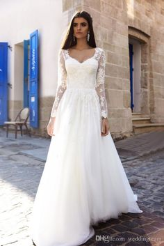 Charming Lace Wedding Dresses With Long Sleeves A-Line V Neck Appliques Bridal Gowns Tulle Sweep Train Cheap Country Wedding Dress