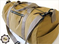 DIY:  How to Sew this Safari Duffle Bag in Canvas and Faux Leather - this is an awesome tutorial!!!  Sew 4 Home