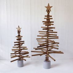 This contemporary oak tree really will last forever!If you think you can better our design, go ahead! Simply stack the branches in the order of your choice.Supplied as a self assembly kit, it is easy to construct and makes a great alternative to a traditional tree. Looks great whether decorated with a simple string of fairy lights or dressed with your best baubles! The components come packaged in a sturdy cardboard tube which ensures the tree can be neatly and safely stowed away each year…