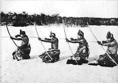 Indios tirando