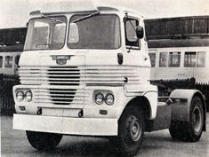 Old Lorries, Old Wagons, How To Be Graceful, Classic Trucks, Old Trucks, Rolls Royce, Scooters, Vintage Cars, British