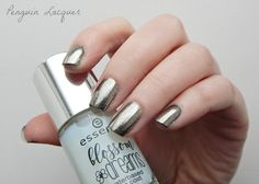 essence Blossom Dreams mirror effect nail pigment 01 mirror, mirror on my nails