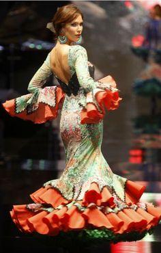 Lina, Simon 2016 orange y verde Dance Fashion, Cute Fashion, Fashion Show, Fashion Dresses, Flamenco Dancers, Flamenco Dresses, International Fashion, Unique Dresses, Floral Maxi Dress