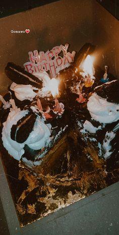 Happy Birthday Cupcakes, Beautiful Birthday Cakes, Bithday Cake, Dairy Milk Chocolate, Amazing Inspirational Quotes, Snap Food, Tumblr Food, Food Snapchat, Happy Birthday Pictures