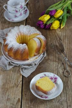 Gugelhupf mit Topfen von Sweets & Lifestyle® Love Eat, Love Food, No Bake Desserts, Delicious Desserts, Sweet Recipes, Cake Recipes, Gateaux Cake, Cake Bars, Sweets Cake