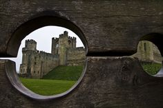 spirits-of-lavender:  A castle through the stocks; a sight of soreness, or of relief?