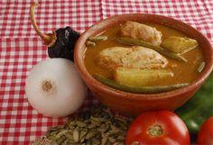 Recetas comida típica Guatemalteca. Pepian, jocon y plátanos en moles