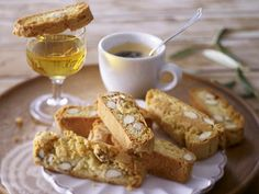 Z i m i s e i t e: Cantuccini - trockenes Mandelgebäck aus Italien / 3 verschiedene Rezepte Best Biscotti Recipe, Almond Meal Cookies, Oktoberfest Food, Delicious Cookie Recipes, Bread Cake, Popular Recipes, Free Recipes, Food And Drink, Baking