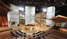 The Queen Latifah Show - Set Designed by Lenny Kravitz' boutique design studio Tv Set Design, Stage Set Design, Lenny Kravitz, Queen Latifah Show, Tv Sets, Living Room Tv, Design Studio, House Plans, Table Decorations