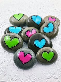 Pink Heart Stone, Single or Double Heart Painted Rock, Party Favors, Anniversary favours, Valentines Day gift - Steine - Rock Painting Patterns, Rock Painting Ideas Easy, Rock Painting Designs, Paint Designs, Rock Painting For Kids, Heart Painting, Pebble Painting, Pebble Art, Stone Painting